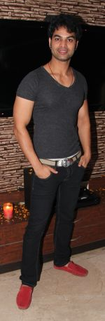 yuvaraj parashar at Sanjay Sharma_s birthday bash in Mumbai on 13th March 2013.jpg