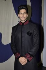 Siddharth Malhotra on day 3 of of Wills Lifestyle India Fashion Week 2013 in Mumbai on 14th March 2013 (153).JPG