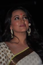 Sonakshi Sinha at trailor Launch of film Lootera in Mumbai on 15th March 2013 (109).JPG