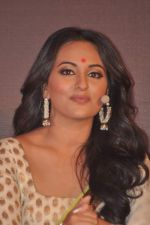 Sonakshi Sinha at trailor Launch of film Lootera in Mumbai on 15th March 2013 (113).JPG