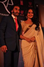 Sonakshi Sinha, Ranveer Singh at trailor Launch of film Lootera in Mumbai on 15th March 2013 (124).JPG