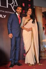Sonakshi Sinha, Ranveer Singh at trailor Launch of film Lootera in Mumbai on 15th March 2013 (120).JPG