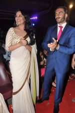 Sonakshi Sinha, Ranveer Singh at trailor Launch of film Lootera in Mumbai on 15th March 2013 (66).JPG
