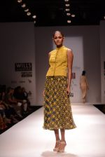 Model walks for Chandrani, Mrinalini, Dhruv-Pallavi Show at Wills Fashion Week 2013 Day 5 on 17th March  (14).JPG