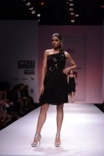 Model walks for Chandrani, Mrinalini, Dhruv-Pallavi Show at Wills Fashion Week 2013 Day 5 on 17th March  (152).JPG