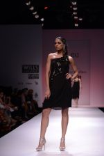 Model walks for Chandrani, Mrinalini, Dhruv-Pallavi Show at Wills Fashion Week 2013 Day 5 on 17th March  (153).JPG
