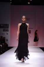 Model walks for Chandrani, Mrinalini, Dhruv-Pallavi Show at Wills Fashion Week 2013 Day 5 on 17th March  (159).JPG
