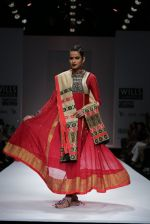 Model walks the ramp for Vaishali S Show at Wills Lifestyle India Fashion Week 2013 Day 5 in Mumbai on 17th March 2013 (50).JPG