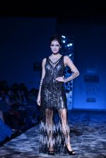 Shazahn Padamsee  walks the ramp for Paras and Shalini Show at Wills Lifestyle India Fashion Week 2013 Day 4 in Mumbai on 16th March 2013 (10).JPG
