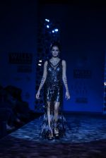 Shazahn Padamsee  walks the ramp for Paras and Shalini Show at Wills Lifestyle India Fashion Week 2013 Day 4 in Mumbai on 16th March 2013 (2).JPG