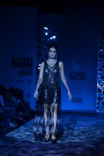 Shazahn Padamsee  walks the ramp for Paras and Shalini Show at Wills Lifestyle India Fashion Week 2013 Day 4 in Mumbai on 16th March 2013 (3).JPG