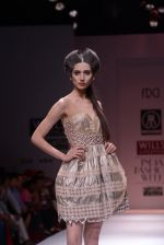 Model walks the ramp for Rehane Show at Wills Lifestyle India Fashion Week 2013 Day 5 in Mumbai on 17th March 2013 (101).JPG