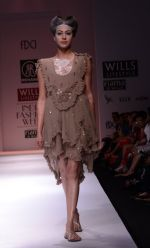 Model walks the ramp for Rehane Show at Wills Lifestyle India Fashion Week 2013 Day 5 in Mumbai on 17th March 2013 (22).JPG