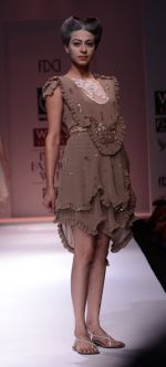 Model walks the ramp for Rehane Show at Wills Lifestyle India Fashion Week 2013 Day 5 in Mumbai on 17th March 2013 (23).JPG