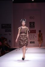 Model walks the ramp for Rehane Show at Wills Lifestyle India Fashion Week 2013 Day 5 in Mumbai on 17th March 2013 (26).JPG