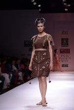 Model walks the ramp for Rehane Show at Wills Lifestyle India Fashion Week 2013 Day 5 in Mumbai on 17th March 2013 (28).JPG