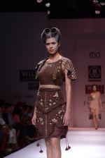 Model walks the ramp for Rehane Show at Wills Lifestyle India Fashion Week 2013 Day 5 in Mumbai on 17th March 2013 (29).JPG