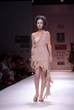 Model walks the ramp for Rehane Show at Wills Lifestyle India Fashion Week 2013 Day 5 in Mumbai on 17th March 2013 (32).JPG