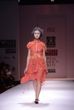 Model walks the ramp for Rehane Show at Wills Lifestyle India Fashion Week 2013 Day 5 in Mumbai on 17th March 2013 (39).JPG
