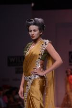 Model walks the ramp for Rehane Show at Wills Lifestyle India Fashion Week 2013 Day 5 in Mumbai on 17th March 2013 (50).JPG