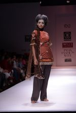 Model walks the ramp for Rehane Show at Wills Lifestyle India Fashion Week 2013 Day 5 in Mumbai on 17th March 2013 (76).JPG