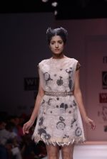 Model walks the ramp for Rehane Show at Wills Lifestyle India Fashion Week 2013 Day 5 in Mumbai on 17th March 2013 (82).JPG