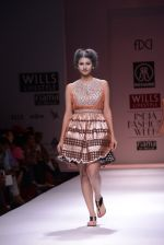 Model walks the ramp for Rehane Show at Wills Lifestyle India Fashion Week 2013 Day 5 in Mumbai on 17th March 2013 (87).JPG