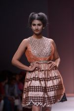 Model walks the ramp for Rehane Show at Wills Lifestyle India Fashion Week 2013 Day 5 in Mumbai on 17th March 2013 (93).JPG