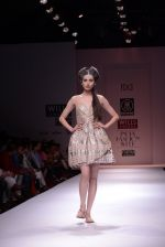 Model walks the ramp for Rehane Show at Wills Lifestyle India Fashion Week 2013 Day 5 in Mumbai on 17th March 2013 (98).JPG