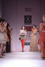 Model walks the ramp for Rehane Show at Wills Lifestyle India Fashion Week 2013 Day 5 in Mumbai on 17th March 2013 (114).JPG