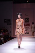 Model walks the ramp for Rehane Show at Wills Lifestyle India Fashion Week 2013 Day 5 in Mumbai on 17th March 2013 (84).JPG