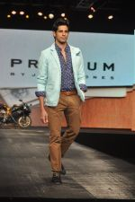 Siddharth Malhotra walk for Bestseller brands Jack & Jones, Vero Moda and ONLY in Mumbai on 20th March 2013 (55).JPG