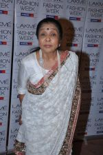 Asha Bhosle at Manish Malhotra Show at Lakme Fashion Week 2013 Day 1 in Grand Hyatt, Mumbai on 22nd March 2013 (90).JPG