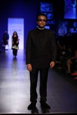 Dibakar Banerjee walk the ramp for Manish Malhotra Show at Lakme Fashion Week 2013 Day 1 in Grand Hyatt, Mumbai on 22nd March 2013 (18).JPG