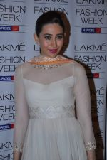 Karisma Kapoor at Manish Malhotra Show at Lakme Fashion Week 2013 Day 1 in Grand Hyatt, Mumbai on 22nd March 2013 (104).JPG