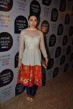 Karisma Kapoor at Manish Malhotra Show at Lakme Fashion Week 2013 Day 1 in Grand Hyatt, Mumbai on 22nd March 2013 (99).JPG