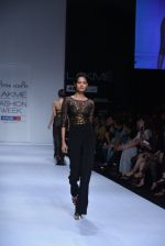 Model walk the ramp for Arpan Vohra Show at Lakme Fashion Week 2013 Day 1 in Grand Hyatt, Mumbai on 22nd March 2013 (35).JPG