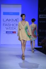 Model walk the ramp for Debarun Show at Lakme Fashion Week 2013 Day 1 in Grand Hyatt, Mumbai on 22nd March 2013 (3).JPG