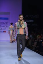 Model walk the ramp for Debarun Show at Lakme Fashion Week 2013 Day 1 in Grand Hyatt, Mumbai on 22nd March 2013 (32).JPG