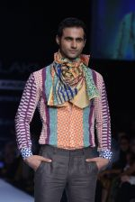 Model walk the ramp for Debarun Show at Lakme Fashion Week 2013 Day 1 in Grand Hyatt, Mumbai on 22nd March 2013 (34).JPG