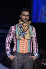 Model walk the ramp for Debarun Show at Lakme Fashion Week 2013 Day 1 in Grand Hyatt, Mumbai on 22nd March 2013 (35).JPG