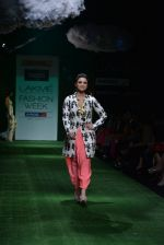 Parineeti Chopra walk the ramp for Masaba Show at Lakme Fashion Week 2013 Day 1 in Grand Hyatt, Mumbai on 22nd March 2013 (22).JPG