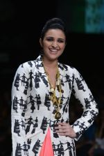 Parineeti Chopra walk the ramp for Masaba Show at Lakme Fashion Week 2013 Day 1 in Grand Hyatt, Mumbai on 22nd March 2013 (38).JPG
