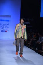 Sahil Anand walk the ramp for Debarun Show at Lakme Fashion Week 2013 Day 1 in Grand Hyatt, Mumbai on 22nd March 2013 (78).JPG