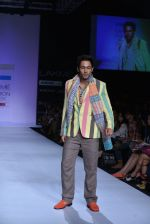 Sahil Anand walk the ramp for Debarun Show at Lakme Fashion Week 2013 Day 1 in Grand Hyatt, Mumbai on 22nd March 2013 (80).JPG
