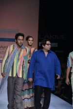 Sahil Anand walk the ramp for Debarun Show at Lakme Fashion Week 2013 Day 1 in Grand Hyatt, Mumbai on 22nd March 2013 (84).JPG