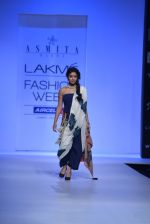 Shriya Saran walk the ramp for Asmita Marwa Show at Lakme Fashion Week 2013 Day 1 in Grand Hyatt, Mumbai on 22nd March 2013 (125).JPG