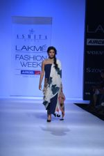Shriya Saran walk the ramp for Asmita Marwa Show at Lakme Fashion Week 2013 Day 1 in Grand Hyatt, Mumbai on 22nd March 2013 (126).JPG