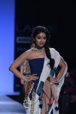 Shriya Saran walk the ramp for Asmita Marwa Show at Lakme Fashion Week 2013 Day 1 in Grand Hyatt, Mumbai on 22nd March 2013 (134).JPG