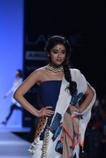Shriya Saran walk the ramp for Asmita Marwa Show at Lakme Fashion Week 2013 Day 1 in Grand Hyatt, Mumbai on 22nd March 2013 (135).JPG